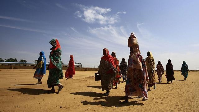 Niger migrants in dessert