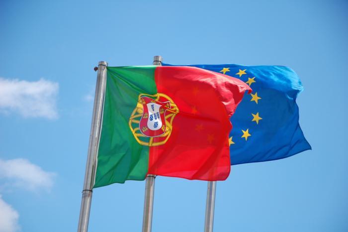 EU and Portuguese flags