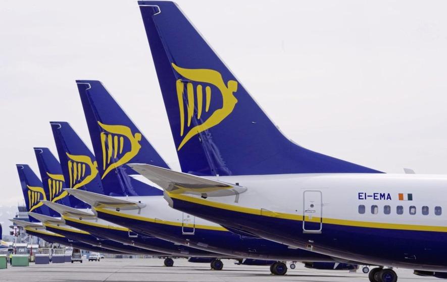 ryan air planes